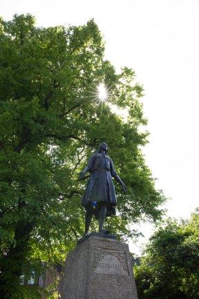 Gravesend - Pocahontus statue compressed